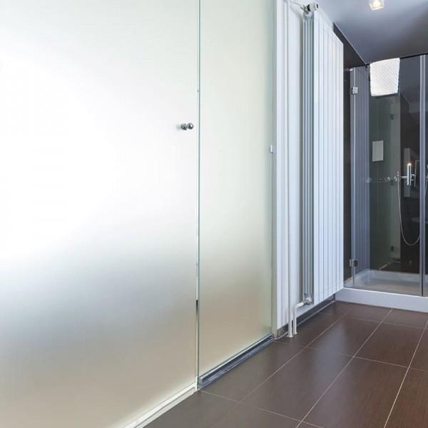 Blickdichte Fensterfolie - Milchglasfolie für Bad WC