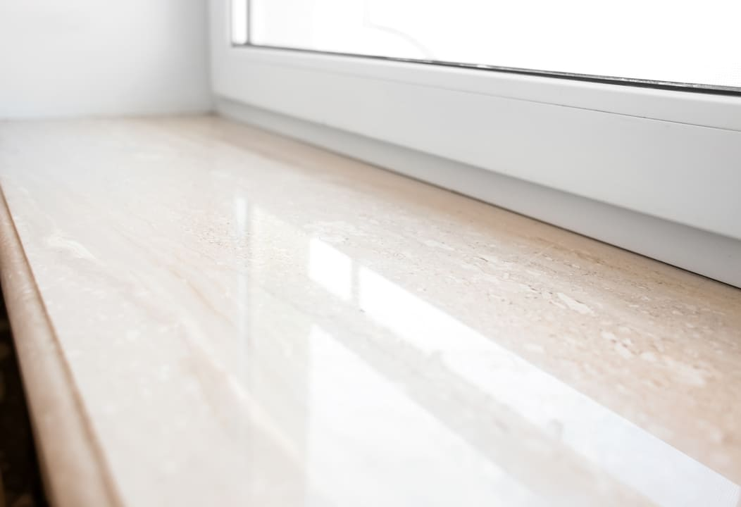 Fensterbank mit Marmor Folie sanieren